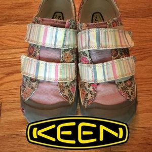 Keen Sula Floral/Stripe Canvas Sneakers size 9